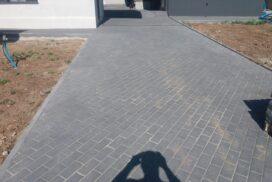 Укладка тротуарной плитки в Харькове по диагонали